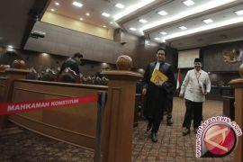 Yusril minta mahkamah kembali tayangkan video HTI