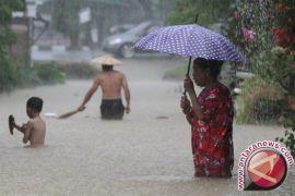 BPBD Gorontalo Utara Salurkan Makanan Siap Saji Pascabanjir