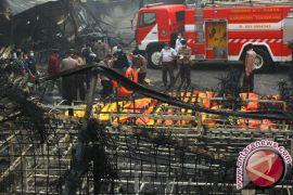 Damkar Gabungan Berusaha Padamkan Kebakaran limboto