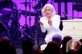Lady Gaga bertunangan dengan Christian Carino