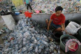 Pemkab Serahkan Penghargaan Bagi Pengelola Bank Sampah