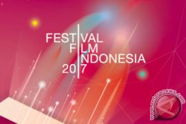 Edwin sabet penghargaan sutradara terbaik FFI 2017