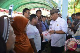 Gubernur Salurkan Bantuan Sosial Rp9 Miliar Ke Boliyohuto