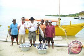 Bantuan Perahu Fiber Tingkatkan Tangkapan Nelayan Boalemo