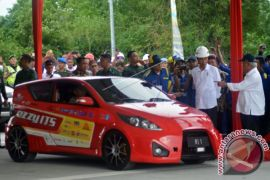 Presiden Coba Mobil Listrik di Jalan Tol