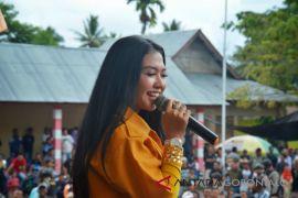 Lagu dangdut dominasi hiburan panggung politik