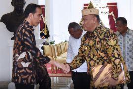 gubernur bahas perizinan kapal bersama presiden