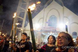 Ratusan Umat Kristen Gorontalo Lakukan Jalan Salib dan Pawai Obor