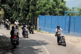 Ke Sukabumi, Jokowi Kendarai Motor Royal Enfield Bullet 350 cc