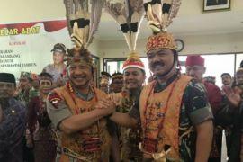 Panglima TNI dan Kapolri Diberi Gelar Kehormatan Dayak