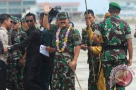 Rombongan Panglima TNI Di Atas Natuna Dikawal Empat F-16