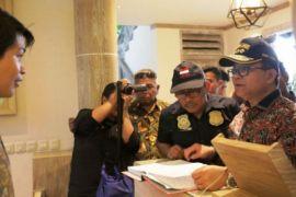Ronny Sompie Pimpin Langsung Operasi Pengawasan Orang Asing di Bitung