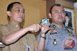 100 Pegawai Dukcapil Bantu Musnahkan KTP-el