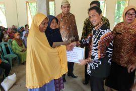 Pemkab Gorontalo Salurkan Beras Bagi 1.500 Warga
