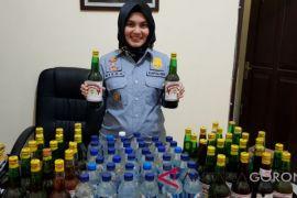 Polsek Kota Tengah Sita Puluhan Botol Minuman Keras