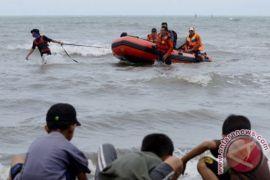 Dua WN PNG Terapung di Perairan Tanah Merah Jayapura