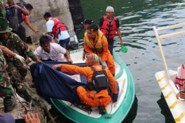 Panglima TNI-Kapolri Mengunjungi Korban KM Sinar Bangun