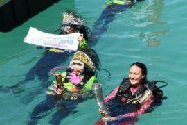 Istri Kapolri Perlihatkan Dukungan Perempuan Dengan Menyelam