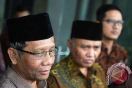 Mahfud MD Kunjungi Korban Gempa Di Lombok