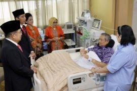 Presiden Dan Wapres Jenguk SBY