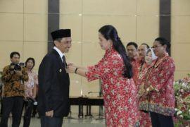 Bupati Gorontalo Terima Penghargaan Mangala Karya Kencana