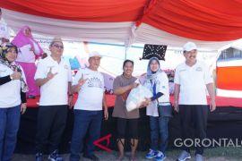 BUMN Hadir - Masyarakat Gorontalo Apresiasi Pasar Murah BUMN