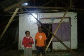 Korban Puting Beliung Mengungsi Ke Rumah Aman