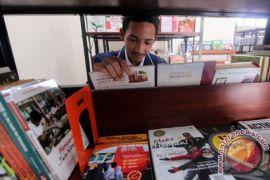 Empat Daerah Dapat Anugerah Karena Sukses Tuntaskan Buta Huruf