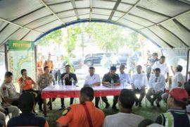 Mendagri: Tidak Ada Penjarahan, Masyarakat Boleh Ambil Logistik