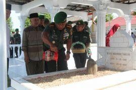 Danrem 133/Nani Wartabone Ziarah Makam Pahlawan Gorontalo