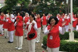 Ibu Negara Senam Bersama Warga di Kompleks Seroja, Bekasi