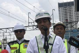 Jokowi: Alhamdulillah Yusril Bersedia Jadi Pengacaranya