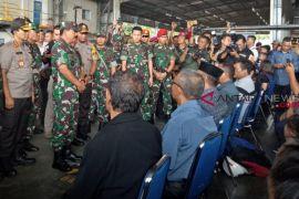 16 Jenazah Diberangkatkan Dari Timika Ke Makassar