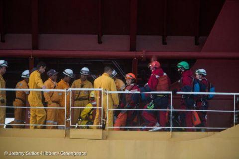 Aktivis Greenpeace Ditahan Saat Duduki Kapal Pengangkut Minyak Sawit