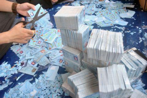 Dukcapil Gorontalo Musnahkan 12.936 Keping KTP Elektronik