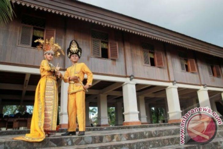 Wali Kota Hapus Retribusi Rumah Adat Dulohupa Antara News Gorontalo
