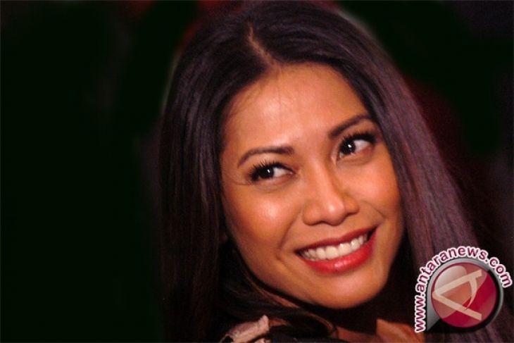 Lagu Anggun masuk 10 most-played Dance songs di Amerika