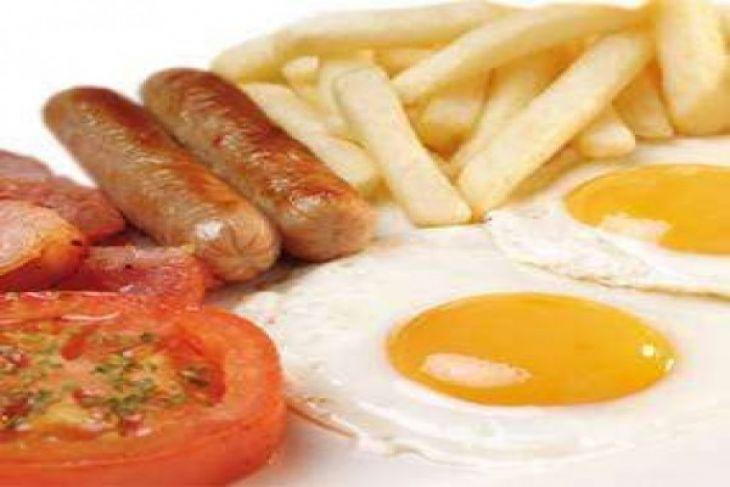 Porsi sarapan dan makan malam yang benar