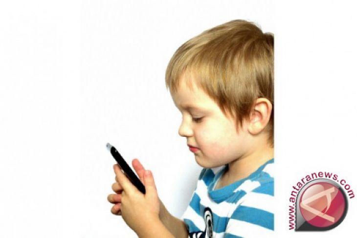 Tanda anak mungkin kecanduan gadget