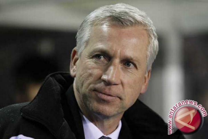 Tak mau di bawah Alan Pardew, pelatih West Brom mundur