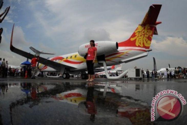 Lima Jet Pribadi Mendarat di Padang Jelang Hari Pers