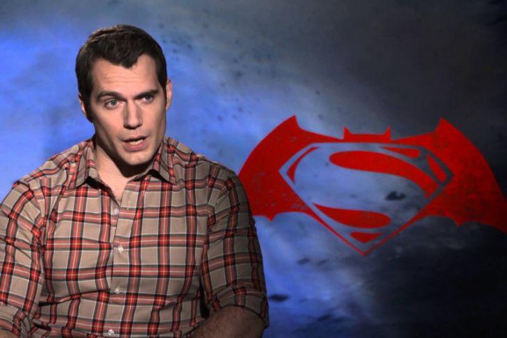 Henry Cavill Mundur Sebagai Superman