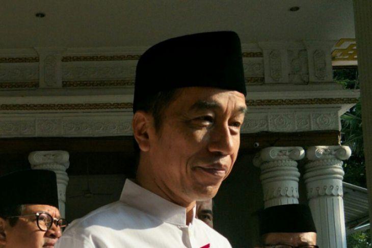 Jokowi Tahu Pendukungnya Dari Salaman Dengan Warga
