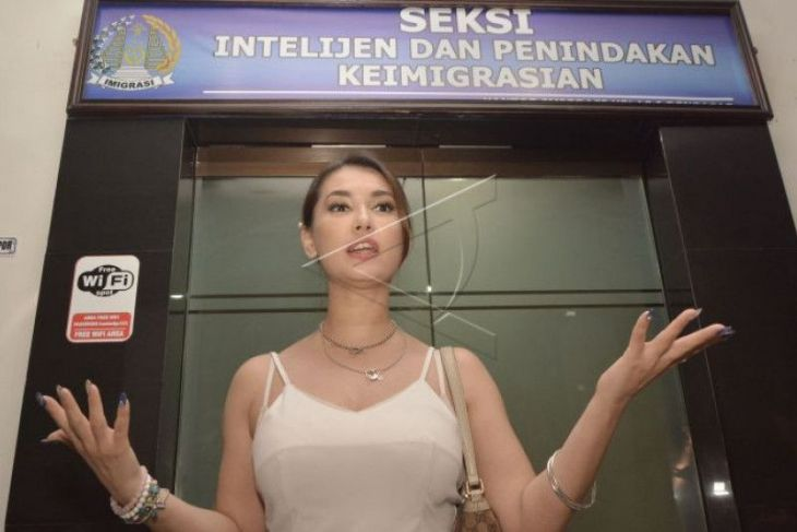Maria Ozawa Kecewa Dilecehkan Oknum Imigrasi Bali