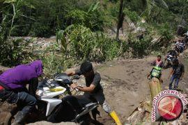 Seratusan rumah rusak akibat pergerakan tanah