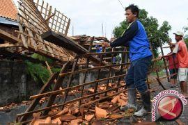 Rumah rusak akibat puting beliung Jember hampir 300 unit