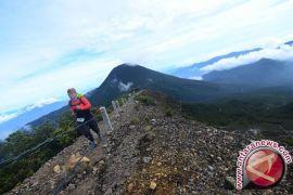 Kehabisan logistik, dua pendaki Gunung Gede dievakuasi