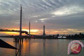 Jembatan Gentala lokasi asyik pantau
