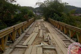 14 Jembatan Di Batanghari Belum Permanen