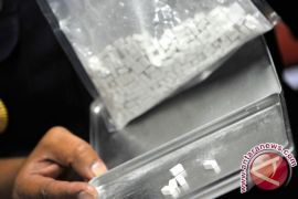 Polisi ciduk suami-istri artis, diduga gunakan narkoba
